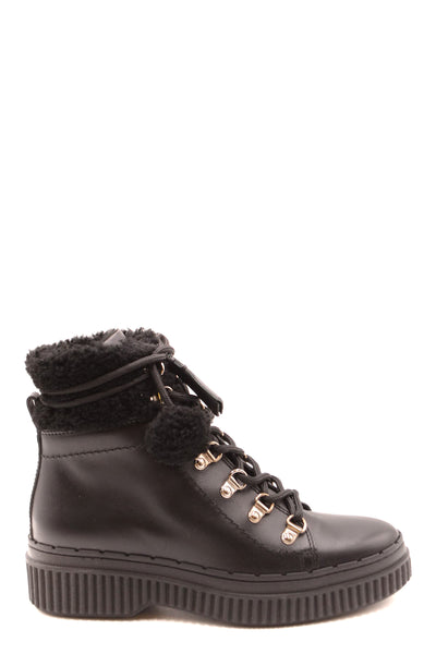 Shoes Tod'S-Women's Fashion - Women's Shoes - Women's Boots-Product Details Terms: New With LabelMain Color: BlackType Of Accessory: BootsSeason: Fall / WinterMade In: ItalyGender: WomanSize: EuComposition: Leather 100%Year: 2019Manufacturer Part Number: Xxw39A0W061Hxmb999-Keyomi-Sook