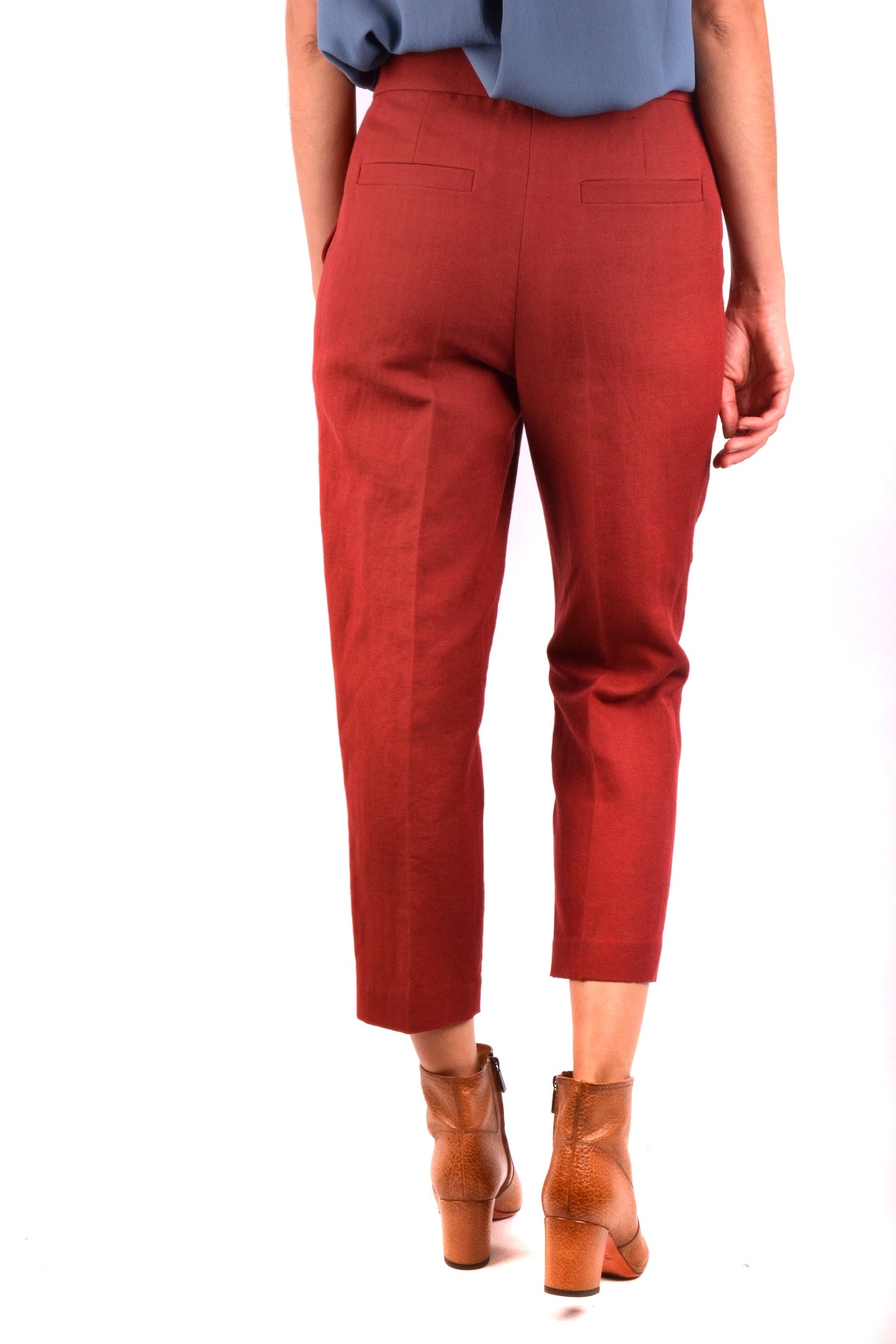 Trousers Brunello Cucinelli-Trousers - WOMAN-Product Details Season: Spring / SummerTerms: New With LabelMain Color: RedGender: WomanMade In: ItalyManufacturer Part Number: Mf553P6394Size: ItYear: 2018Clothing Type: TrousersComposition: Cotton 51%, Lyocell 49%-Keyomi-Sook