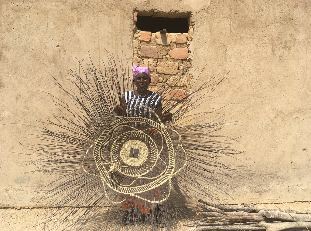 Zimbabwe Basket Weaver with Ilala Wall Basket. - Saffron and Poe