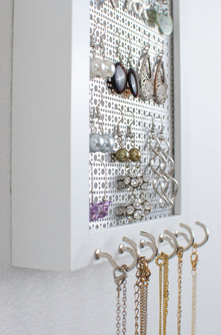 Hook Earring & Necklaces Organizer - 5x7 White Frame - Metal Screen