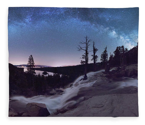 Flowing Dreams - Emerald Bay By Brad Scott - Blanket
