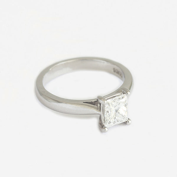 a diamond princess cut solitaire engagement ring in platinum