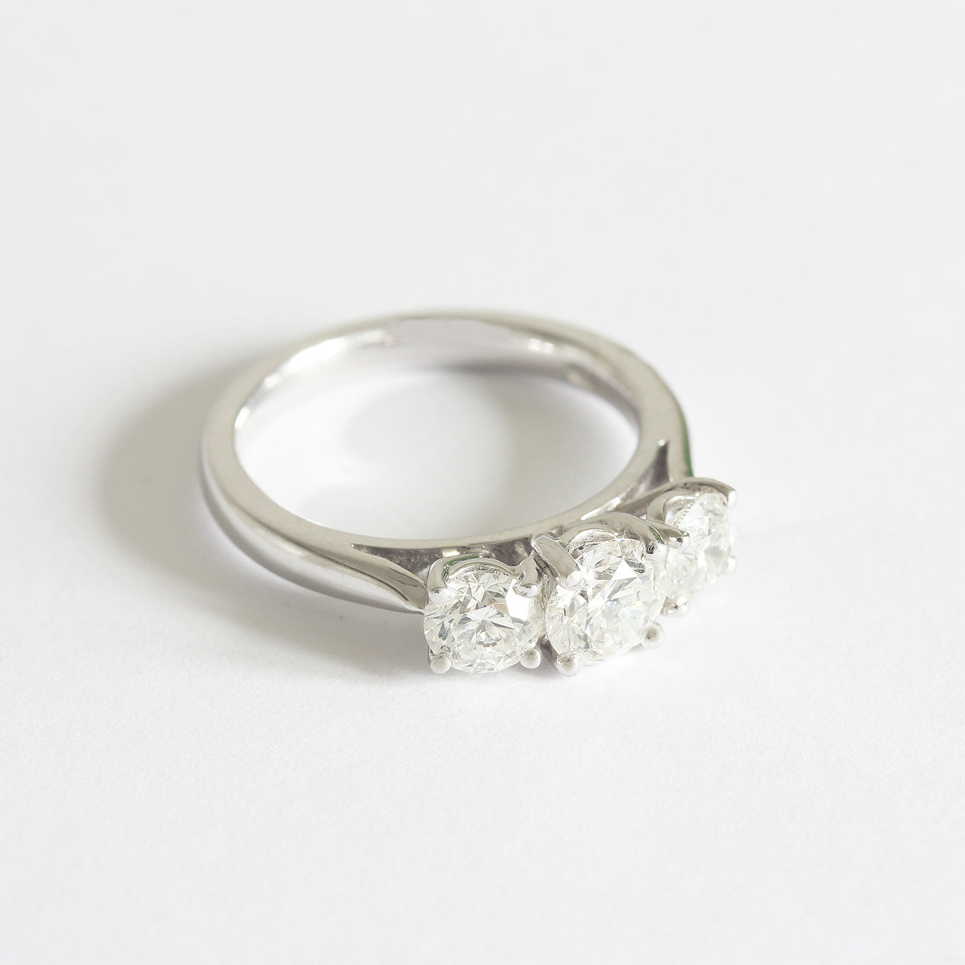 a beautiful certificated diamond set 3 stone engagement ring with round stones graduated in white gold