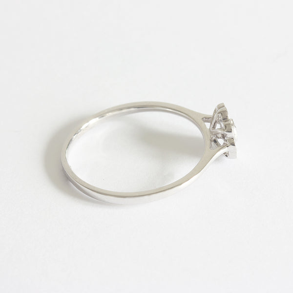 a modern white gold daisy cluster ring in grain setting