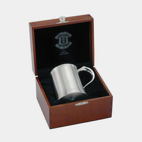 a pewter tankard henley design by royal selangor with wooden presentation box grooves at the bottom