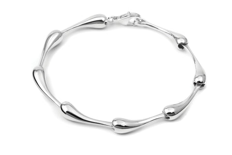 a silver totti bracelet with clasp
