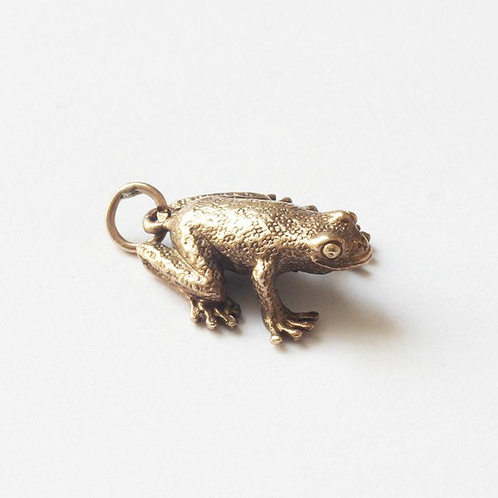 a yellow gold secondhand detailed frog charm for a gold bracelet necklace