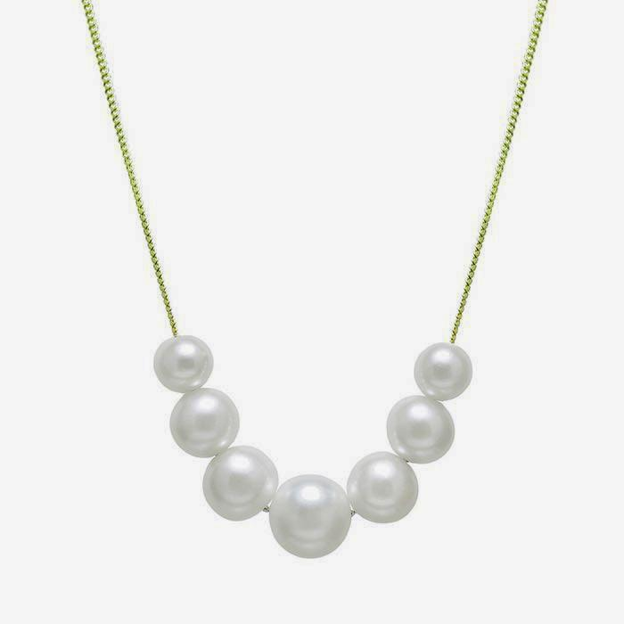 a row of 7 cultured white pearls on a fine quality curb link necklace in 9ct yellow gold