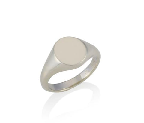a gold oval signet ring 10.5mm x 8.5mm