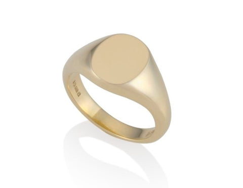 a gold oval signet ring 12.5mm x 11mm