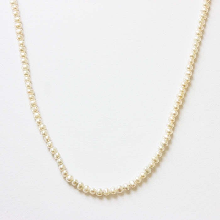 a fine quality row of pearls with a plain bolt ring clasp