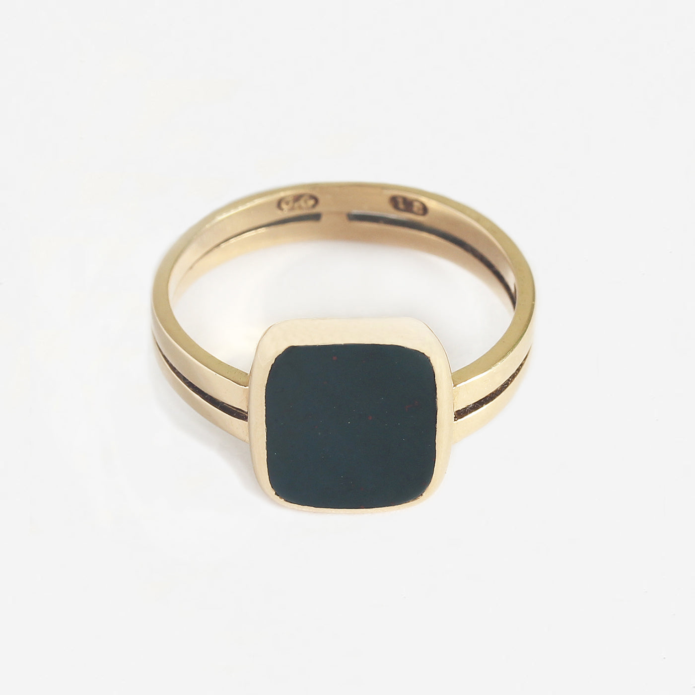 a secondhand vintage bloodstone rectangular signet ring in yellow gold with split shank