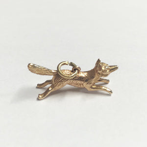 a superb solid yellow gold running fox charm for a bracelet