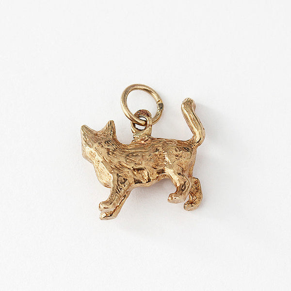 a secondhand vintage standing cat charm in 9ct yellow gold
