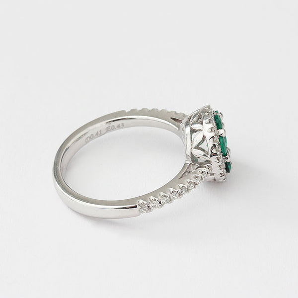 18ct white gold emerald and diamond round cluster ring
