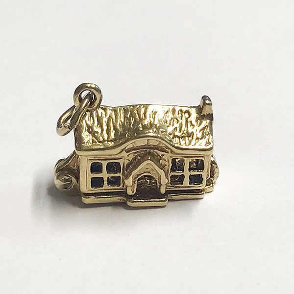 a yellow gold secondhand vintage cottage charm which opens with a double bed inside