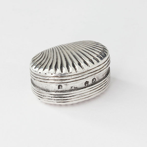 oval shell shaped silver snuff pot small in size