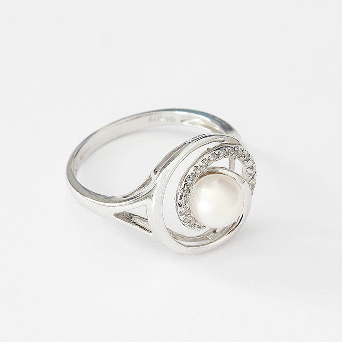 pearl and diamond modern twist ring in white gold