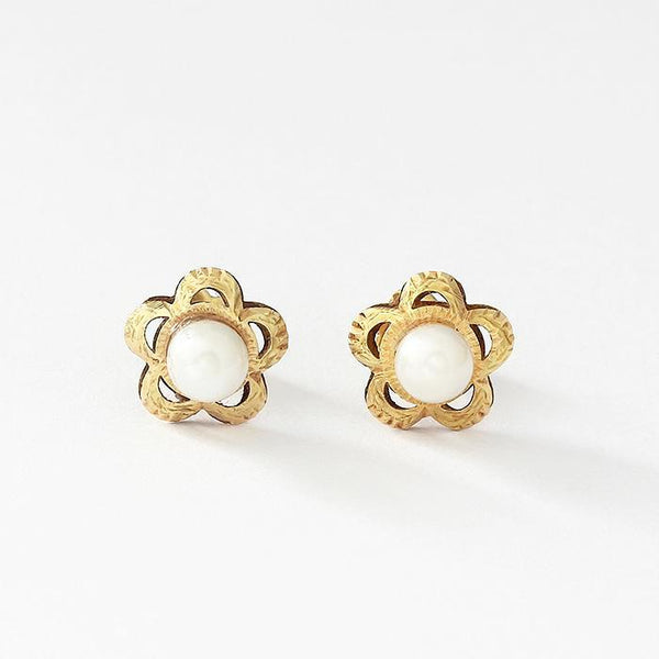 pearl set floral shaped stud earrings in yellow gold with screw fittings