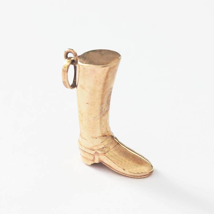 a vintage charm with a riding boot design in yellow gold