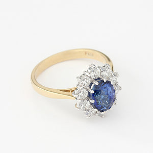 oval sapphire and round diamonds cluster ring in 18ct gold