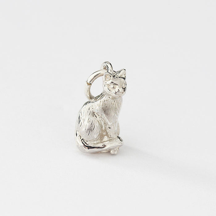 silver sitting cat charm with great detail