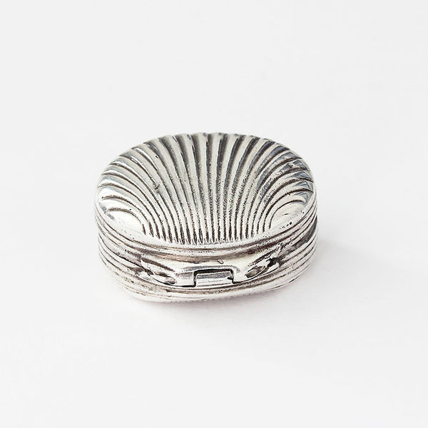 silver shell shaped grooved snuff pot with hallmark