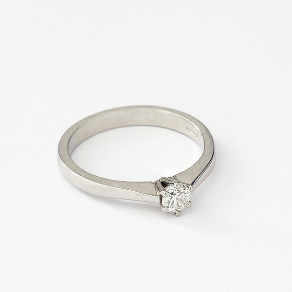 a round diamond single stone engagement ring in platinum