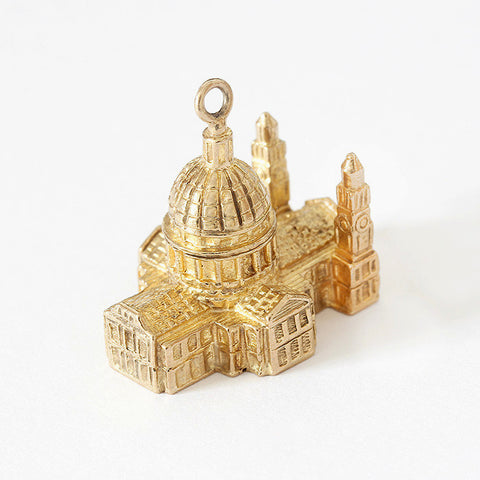 a vintage large charm of st paul's cathedral all in 9ct yellow gold
