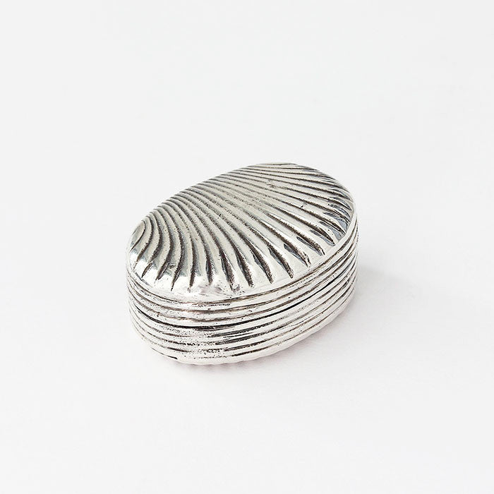 silver shell shaped snuff pot with hallmark