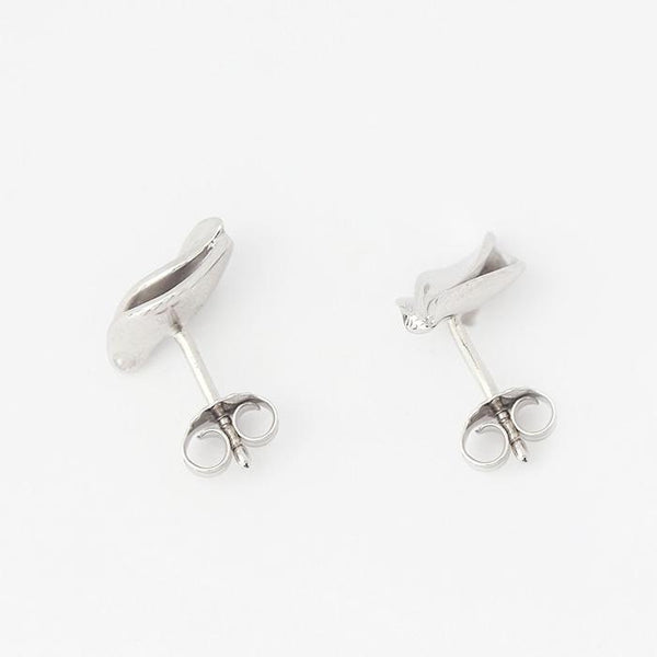 silver leaf pattern stud earrings with 2 layers