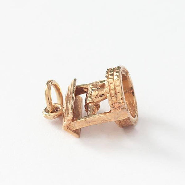 a yellow gold vintage wishing well charm