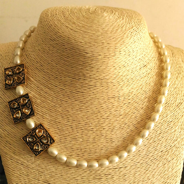 Pearly Affair Necklace
