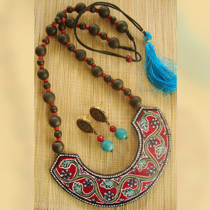 Handpainted Hasli Model with Kalamkari Flower Necklace Set