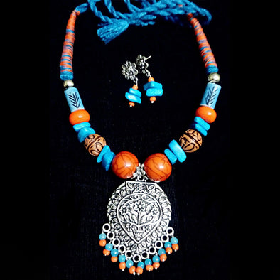 G.S. Neckpiece in Blue Orange