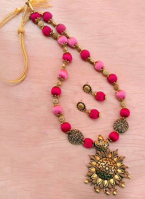 Pink Silk thread Beads Neckset
