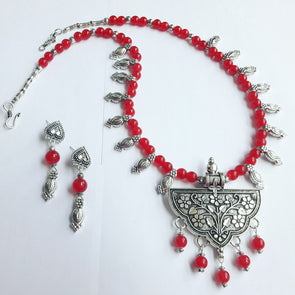 Floral Locket with Kolhapuri