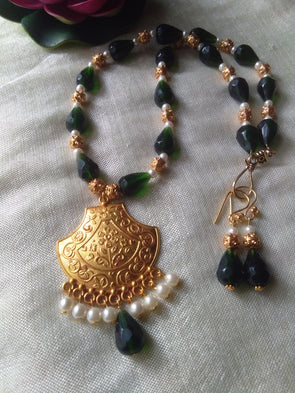 Green necklace set with gheru pendant