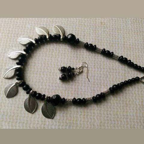 Leafy Black Necklace Set