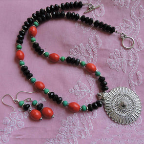 Colorful Black Necklace Set