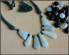 Groovy Green Beauty Necklace