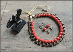 Red beads in Antique Gold Necklace