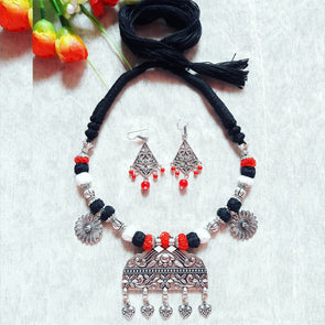 D-Shape Pendant Statement Neckpiece