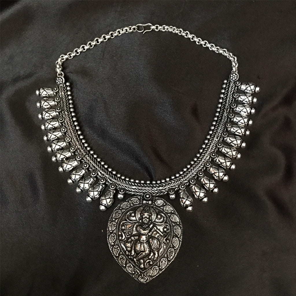 Saras Necklace