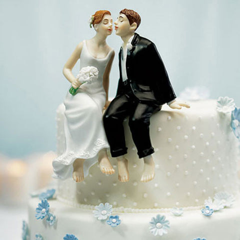 Whimsical Sitting Bride And Groom Cake Topper|Figurine de couple assis et exalté