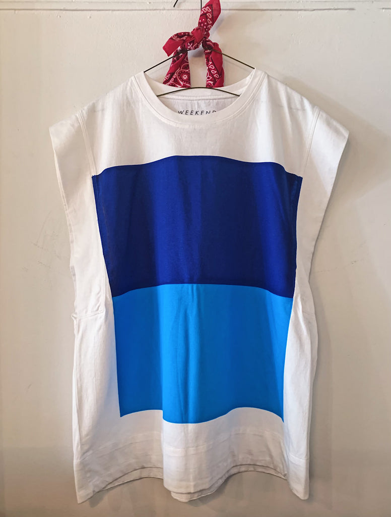 Oversized Sleeveless White Graphic Tee - Blues