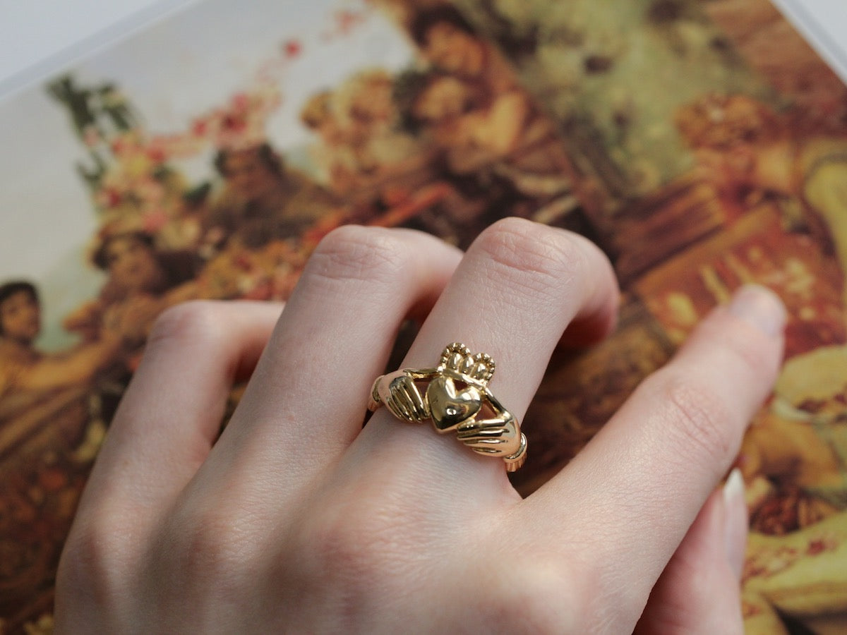 Claddagh ring history and symbolism