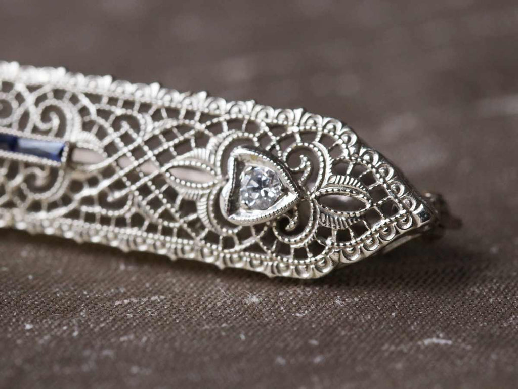 Art Deco filigree bar pin