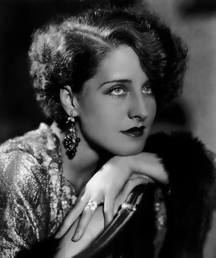 Norma Shearer in her marquise cut diamond engagement ring