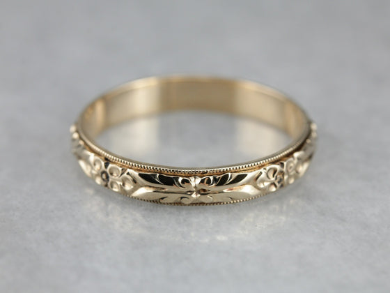 Retro Era Floral Patterned Gold Wedding Band